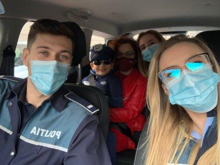 Un <span style='background:#EDF514'>BAIE</span>tel de 5 ani din Bucuresti s-a trezit cu trei echipaje de politie la usa de ziua lui. Mama sa: Ștefan face inchisori din lego unde ii pune pe infractori