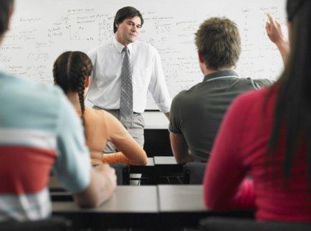 Proiect: Elevii vor studia obligatoriu educatie financiara si educatie juridica de anul viitor