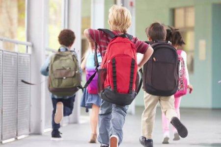 Autoritatile din Bucuresti confirma ca scolile private vor fi deschise luni dimineata. <span style='background:#EDF514'>ARTICOL</span>ul din decizia CNSU nu a fost preluat in Hotararea de Guvern