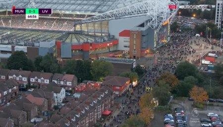 Imaginile anului in Anglia » Ce au facut suporterii lui United la 0-5 cu Liverpool