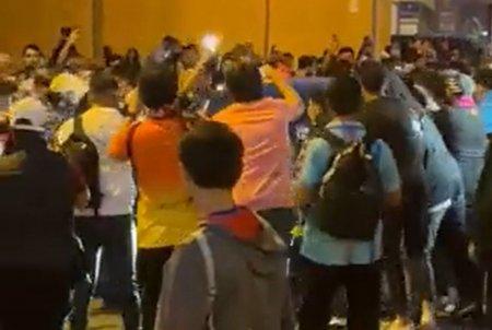 Imagini socante dupa Barcelona - Real » Koeman, atacat de fanii catalanilor!