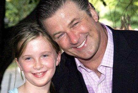 Ireland Baldwin a implinit 26 de ani. Fiica lui Alec Baldwin impresioneaza cu frumusetea sa