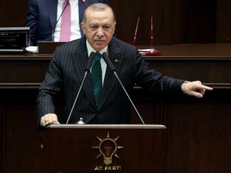 Lira turceasca intra in cadere libera: Moneda s-a depreciat la un nou minim istoric <span style='background:#EDF514'>DUPA</span> ce Erdogan a amenintat cu expulzarea diplomatilor
