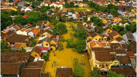 Inundatii puternice in Vietnam. Mii de oameni au fost evacuati