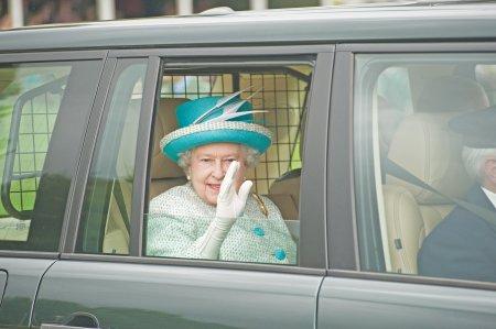 Panica in Marea Britanie! Regina Elisabeta a ajuns la spital. Care este <span style='background:#EDF514'>STAREA</span> sa de sanatate