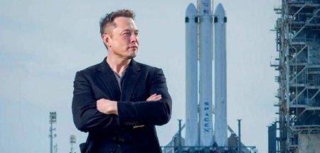 SpaceX l-ar putea face pe <span style='background:#EDF514'>ELON MUSK</span> primul trilionar din lume