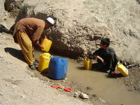 Populatia Afganistanului, in pericol de foamete. ONU: Milioane de copii vor <span style='background:#EDF514'>MURI</span>