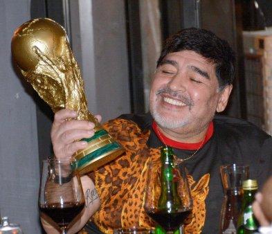 Fostul avocat al lui Diego Maradona: A fost umflat si umflat cu o medicatie gresita pana cand inima sa a explodat