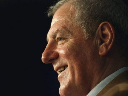 Walter Smith, legendarul antrenor al echipei Glasgow Ranger, a <span style='background:#EDF514'>MURI</span>t