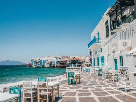 <span style='background:#EDF514'>DESCO</span>pera cele mai frumoase statiuni din Grecia