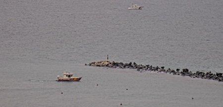 Ambarcatiune rasturnata in Marea <span style='background:#EDF514'>NEAG</span>ra. O persoana se afla in pericol de inec