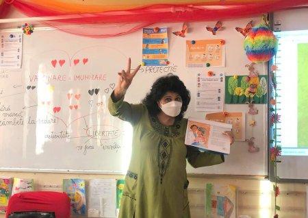 Invatatoarea amenintata cu <span style='background:#EDF514'>MOARTE</span>a dupa o lectie UNICEF despre vaccinuri a primit un mesaj de sustinere de la ministrul Educatiei
