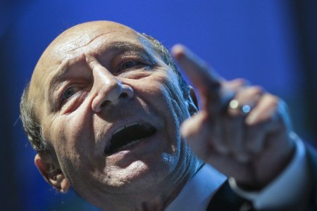 Decizia care il cutremura pe Traian Basescu. Doi <span style='background:#EDF514'>CONSILIERI</span> ai PMP au fost exclusi din partid