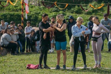 Asia Express, 26 octombrie 2021. Ce pact au facut Cosmin si Eliza cu Lidia Buble si Estera pentru a castiga Jocul de Amuleta