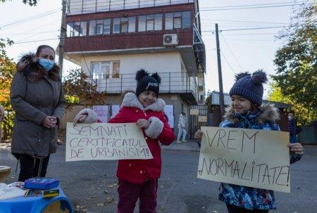 Draga Mosule, adu-i lui Nicusor Dan o nuia de Craciun! Protest al familiilor care stau de trei luni fara curent
