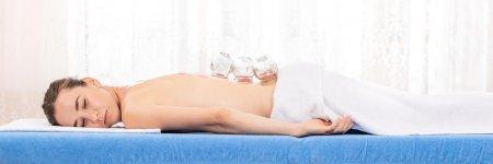 Cat costa un masaj la salon comparativ cu un masaj la domiciliu?