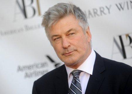 Associated Press: Alec Baldwin ar putea fi acuzat ca producator, dupa ce a omorat accidental o persoana pe platoul de filmare