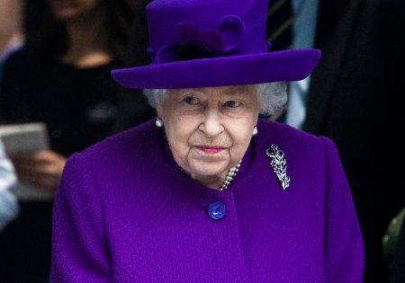 Regina Elisabeta a II-a renunta sa mai participe la o conferinta, la recomandarea medicilor