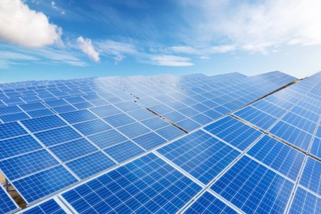 Simtel Team devine producator de energie electrica din surse regenerabile: Compania a cumparat cu 0,8 mil. euro un teren de peste 80 ha in Giurgiu, unde vrea sa dezvolte un parc fotovoltaic care va produce aproximativ 52.000-78.000 MWh anual. Constructia la cheie a proiectului ajunge la 40 mil. euro