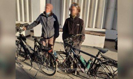 Doi francezi care voiau sa ajunga in Grecia pe biciclete, opriti la <span style='background:#EDF514'>VAMA VECHE</span>, dupa ce au incercat sa treaca ilegal granita