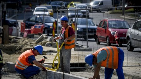 Salariile din constructii ar putea scadea cu 24%. Peste 100.000 de angajati vor sa demisioneze
