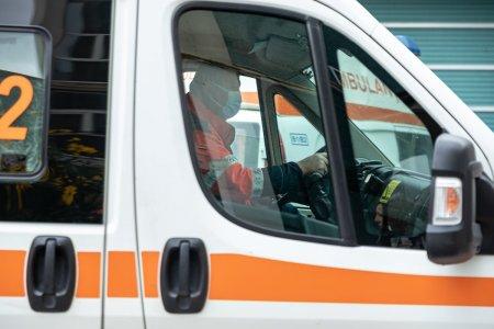 Barbat cu COVID-19 fugit din spital, <span style='background:#EDF514'>GASIT MORT</span> pe marginea drumului
