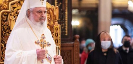 Patriarhul Daniel, apel catre credinciosi: Sa respectam cu strictete sfatul medicilor si <span style='background:#EDF514'>MASURI</span>le luate de autoritati