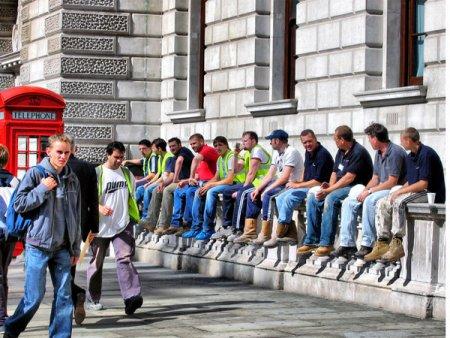 Cum sa nu plece romanii din tara? Salariul minim din Marea Britanie va creste la 9,5 lire sterline pe ora din <span style='background:#EDF514'>APRIL</span>ie 2022, de 3,8x mai mult decat va fi salariul minim brut pe ora din Romania anul viitor