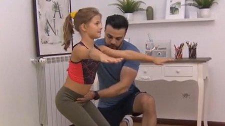Exercitii de fitness pe care le poti incerca, <span style='background:#EDF514'>ACASA</span>, alaturi de cei mici