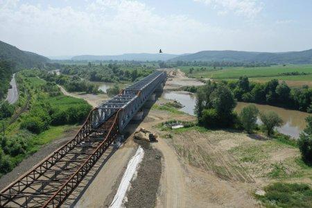 Infrastructura. Patru poduri moderne vor fi arcuite peste raul Mures
