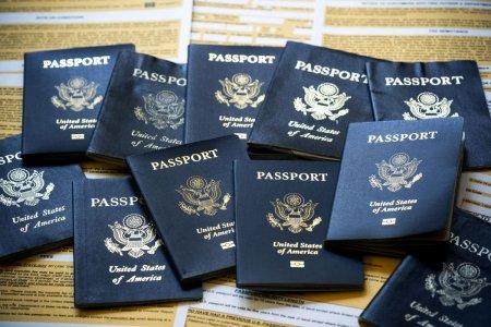 SUA au emis primul pasaport pentru o persoana care nu se identifica <span style='background:#EDF514'>NICI</span> ca barbat, <span style='background:#EDF514'>NICI</span> ca femeie