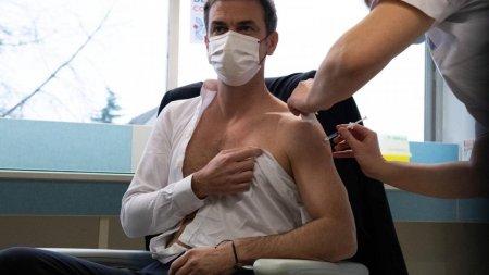 Ministrul francez al Sanatatii, vaccinat cu un booster Pfizer, dupa o prima doza cu Astra Zeneca si un rapel cu Moderna