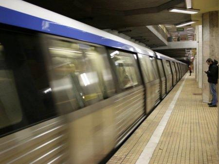 Cum poate fi evitata aglomeratia la metrou: trenuri suplimentare la orele de varf