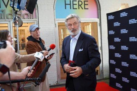 Asistentul de regie la filmul Rust le-a recunoscut anchetatorilor ca nu a verificat gloantele pistolului folosit de Alec Baldwin